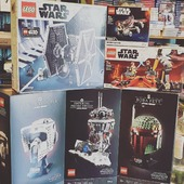 May the 4th be with you!  Festeggia con noi lo Star Wars Day con i set LEGO ufficiali 😍  #maythe4thbewithyou #starwars #starwarsday #bobafett #duelonmustafar #milleniumfalcon #imperialtiefighter #scouttrooper #imperialprobedroid #jrbgames
