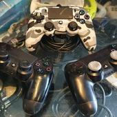 Joypad usati PS4.  Nacon con cavo 24,99€  Dualshock 4 34,99€ cad. (hanno levette usurate ma abbiamo messo noi i thumb grip)  Disponibili.